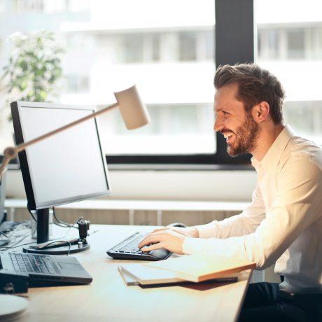 chair-daytime-desk-840996